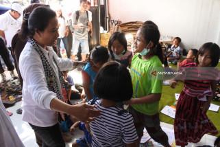 Menteri BUMN Kunjungi Korban Banjir Bandang