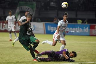 Persebaya Lumat  Bali United