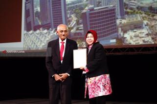 Risma Paparkan Keberhasilan Surabaya di Singapura