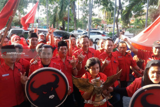 Pendaftaran Bacaleg PDIP Surabaya Diiringi Sholawat Nabi
