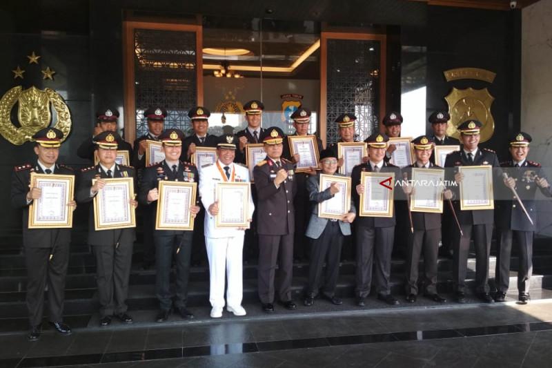 Polda Jatim Beri Penghargaan untuk Pemda Gresik