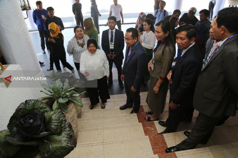 Risma : 240 Taman di Surabaya Serap Karbon Dioksida di Jalanan