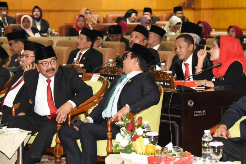 Hadiri Sidang Paripurna Istimewa, Pakde Karwo Ingatkan Pembangunan Berkelanjutan-Perubahan
