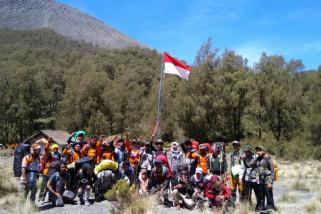 Pendaki Dilarang Upacara Bendera di Puncak Gunung Semeru