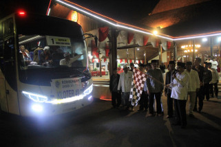 PJ Bupati Jarianto Berangkatkan 1.086 Calhaj Tulungagung