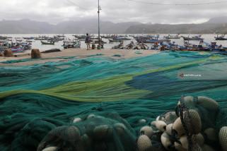 Nelayan Pantai Popoh Tidak Melaut