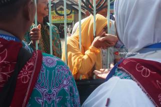 PPIH Surabaya Beri Dispensasi Bawaan Air Mineral