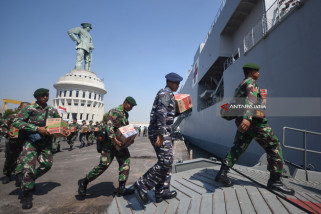 TNI Siagakan KRI dr Soeharso di Lombok