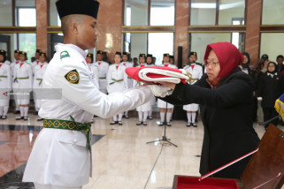 Risma Motivasi 100 Anggota Paskibraka Surabaya