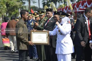 Risma Ingin Supriadi Jadi Contoh Anak-Anak di Surabaya