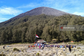 Kuota Pendaki Upacara Bendera 17 Agustus di Gunung Semeru Sudah Penuh