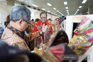 Produk Unggulan Tampil dalam Festival Jateng di Smesco