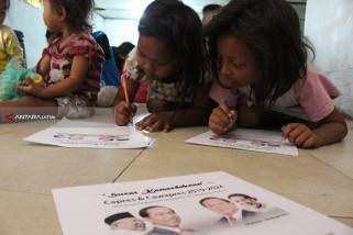Peringati HUT RI, Anak-Anak Kolong Jembatan Tol Surabaya Surati Capres-Cawapres