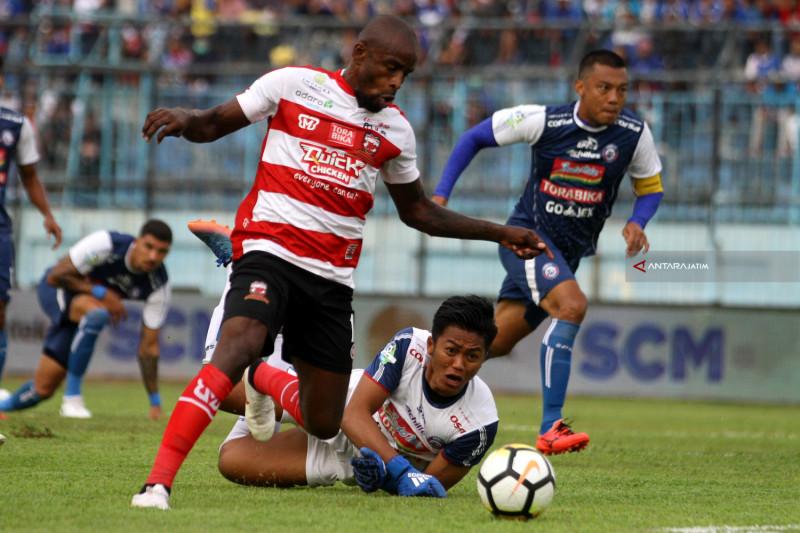 Arema Kalahkan Madura United