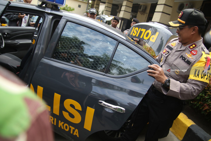Bantuan Mobil Patroli Polisi