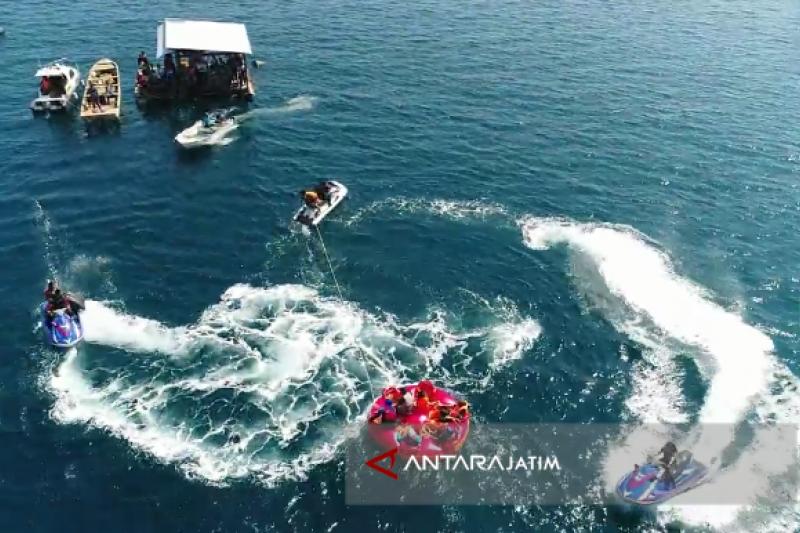 """Serunya Bermain """"Flyboard"""" di Wisata Pasir Putih Water Sport Situbondo (Video)"""
