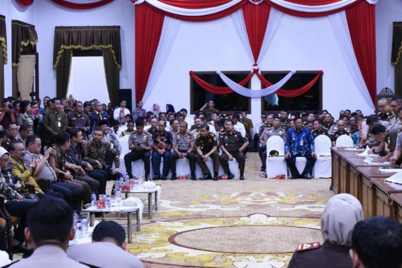 Gubernur Jatim: Kepala Daerah Tak Perlu Khawatir Kriminalisasi Kebijakan