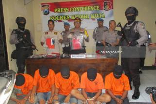 Polisi Kediri Proses Tujuh Tersangka Kasus Pencurian (Video)