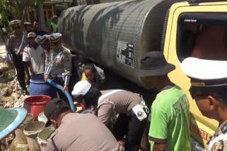 Polres Ngawi Distribusikan Bantuan Air Bersih
