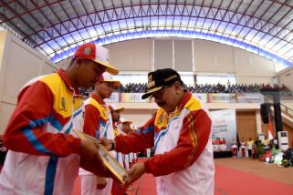 Bersamaan Haornas, Pemprov Jatim Serahkan Bonus Atlet Asian Games