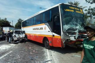 Polisi Selidiki Kecelakaan Bus Balongbendo
