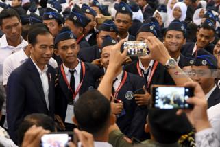 Jokowi Teken Perpres Tata Pakaian Acara Kenegaraan-Resmi