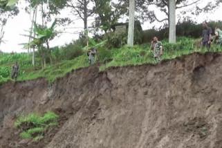 Lereng Gunung Lawu di Ngawi Longsor Rusak Lahan Pertanian
