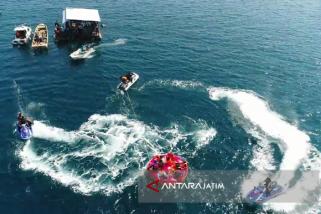 """Serunya Bermain \""""Flyboard\"""" di Wisata Pasir Putih Water Sport Situbondo (Video)"""