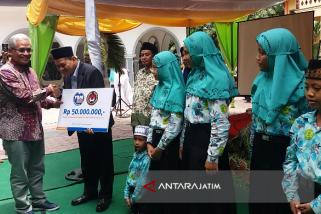 Kemenko PMK Berikan Bantuan Pendidikan di SD Islam Terpadu Situbondo
