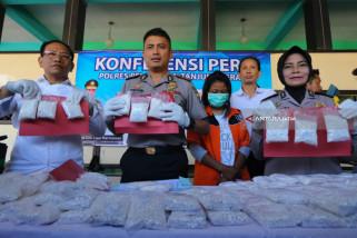 Polisi Ungkap Ibu Muda Bertato Pengedar Pil Koplo