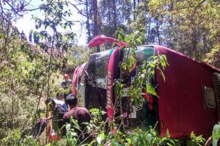 Bus Angkut Rombongan Pelajar Terguling di Magetan