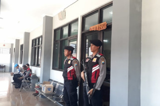 Polisi Geledah dan Sita Dokumen di Dispendik Jember Pasca OTT Pungli