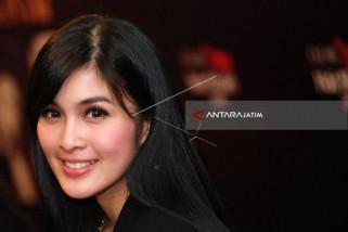 Sandra Dewi Rajin Yoga Agar Terlihat Awet Muda