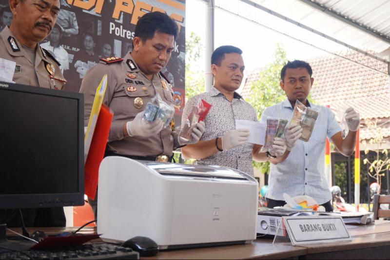 Polisi Trenggalek Belum  Tetapkan Tersangka Pungli Dana Paspel