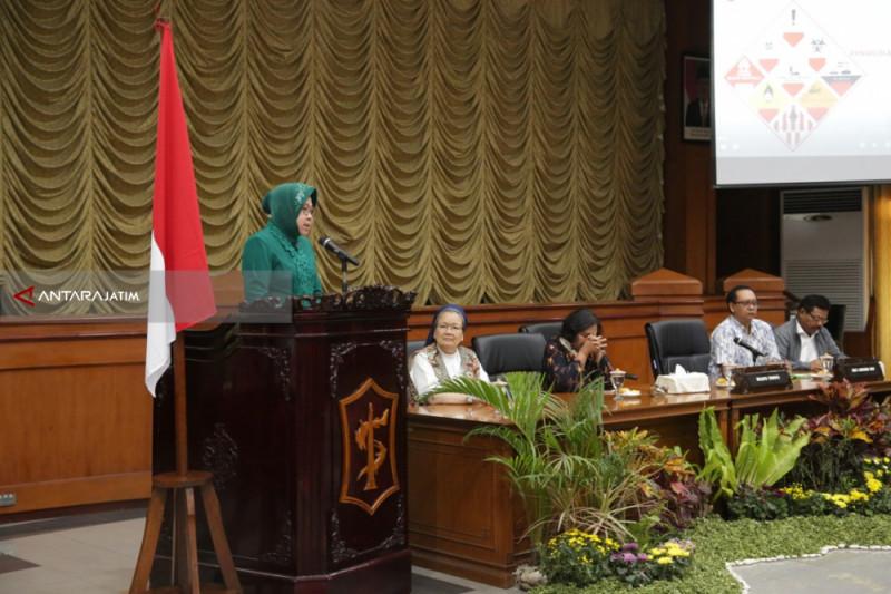Risma Ingin Pengelolaan Limbah B3 Terwujud di Surabaya