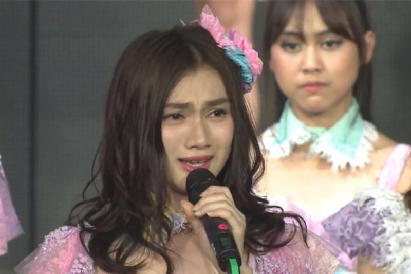 Kena Lemparan Botol Minuman, Melody Ex.JKT48 Menangis