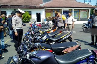 Polisi Kediri Amankan 116 Sepeda Motor untuk Balap Liar (Video)