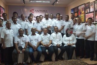 Para Kabiro Perum LKBN Antara Sertijab di Surabaya