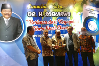 Pakde Karwo Luncurkan Buku Liberalisasi Ekonomi