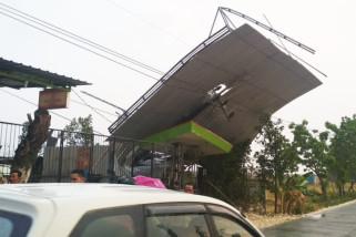 Angin Kencang di Bojonegoro Timbulkan Kerusakan