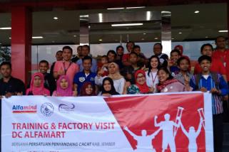 Alfamart Rekrut dan Latih Disabilitas Jember di Bidang Bisnis Digital