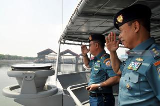 Pangkoarmada II Inspeksi Kapal Perang