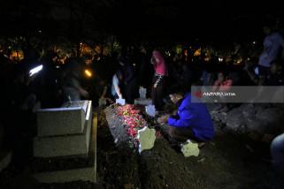 Keluarga Makamkan Narapidana Terorisme di Surabaya