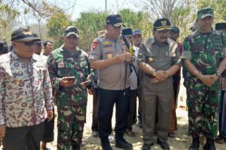 Pakde Karwo Hadiri Pemakaman Bocah Korban Gempa di Sapudi