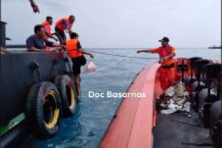 Navy Dispatches Warships to Search Crased Lion Air