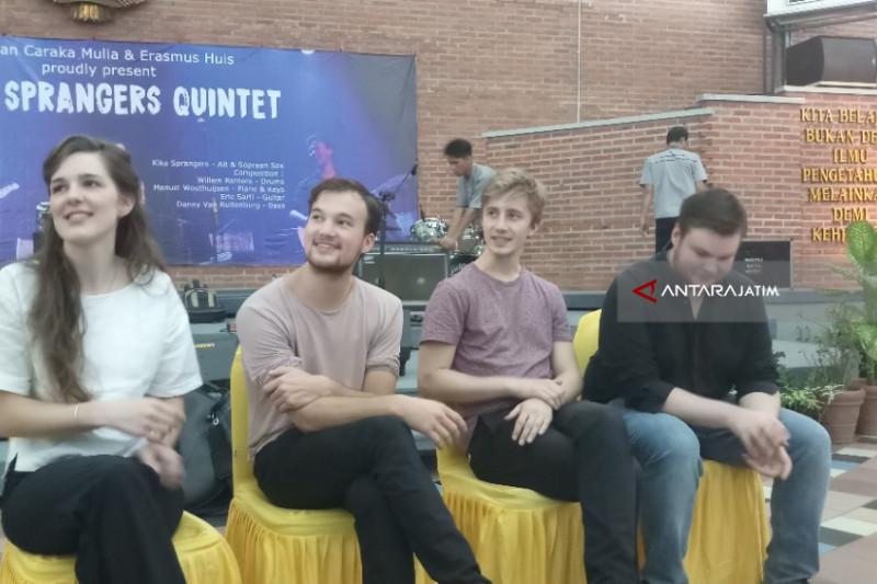 Kika Sprangers Quintet Hibur Sivitas UKWMS