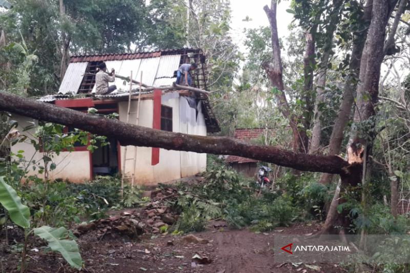 Pakde Karwo Imbau Pemerintah Daerah Waspada Bencana