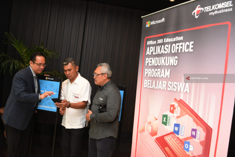 "Telkomsel Gandeng Microsoft Luncurkan Layanan ""Microsoft Office 365 Education"""