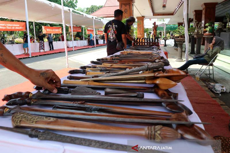Seribuan Pusaka Dipamerkan pada Festival Pusaka Nusantara Bojonegoro (Video)
