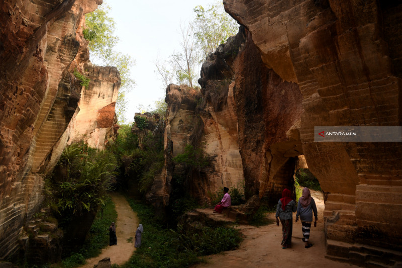 Wisata Tambang Batu kapur Arosbaya